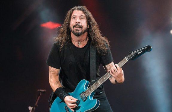 Foo Fighters invita a un niño a tocar la bateria
